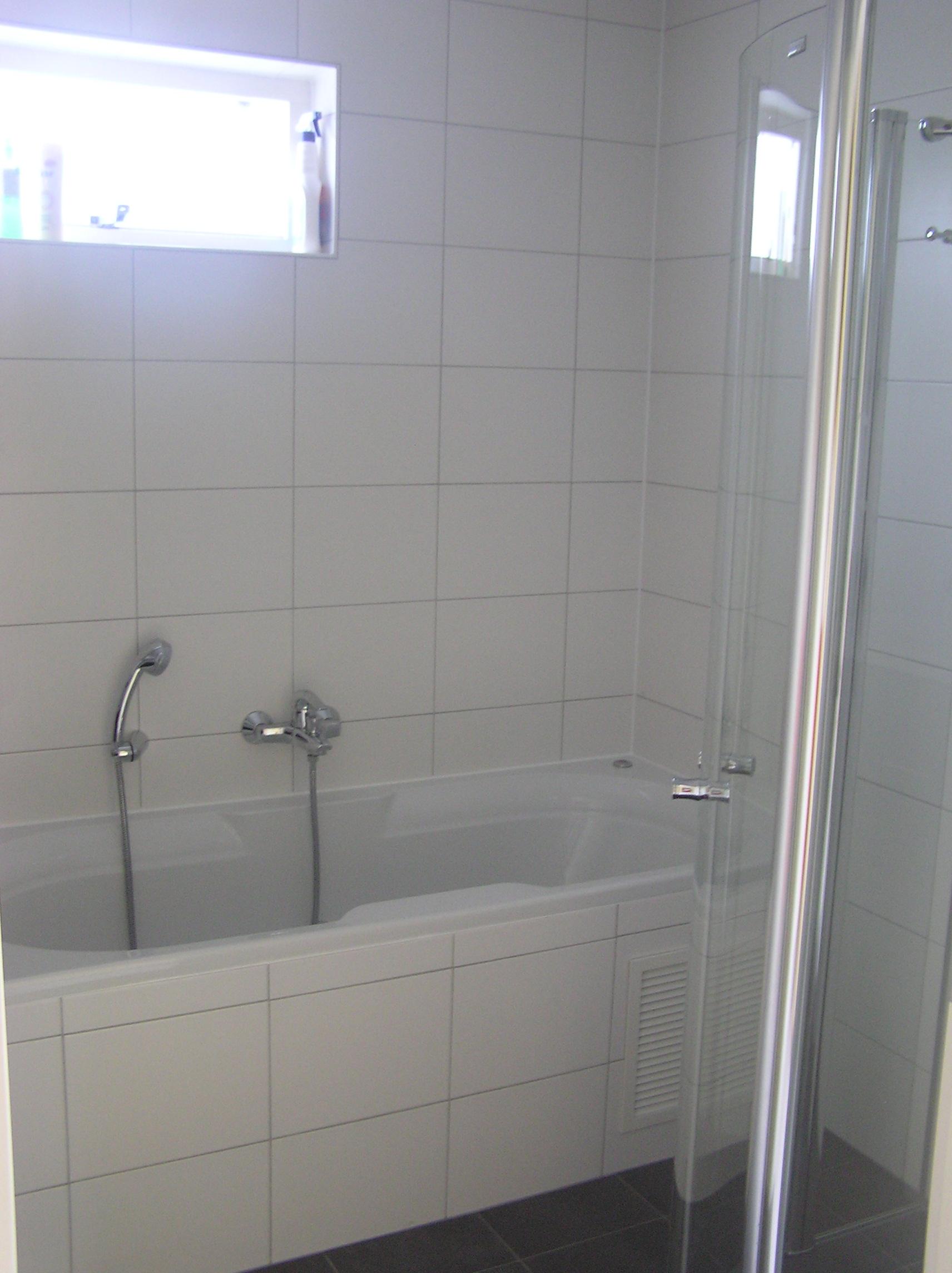 Het bubbelbad in de badkamer beneden